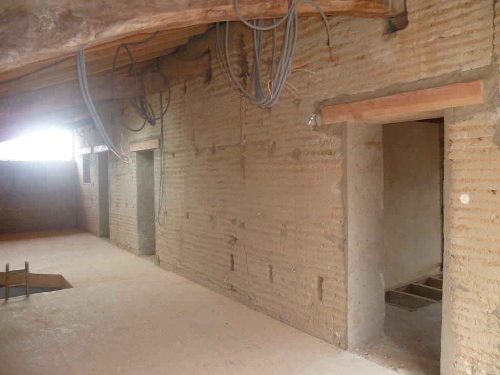 Ouvertures (Gros oeuvre) dans un mur en Pisé