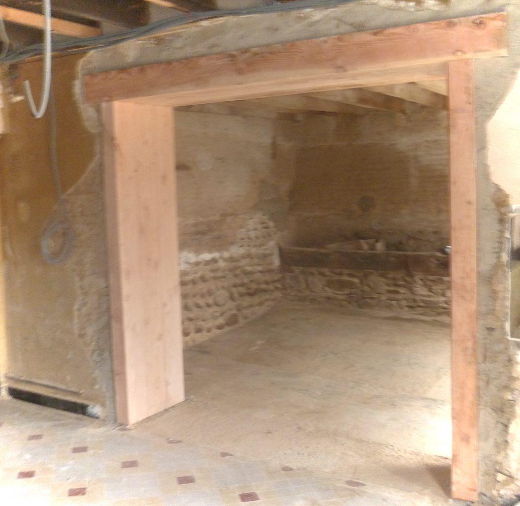 Réalisation d'une ouverture dans un mur en Pisé